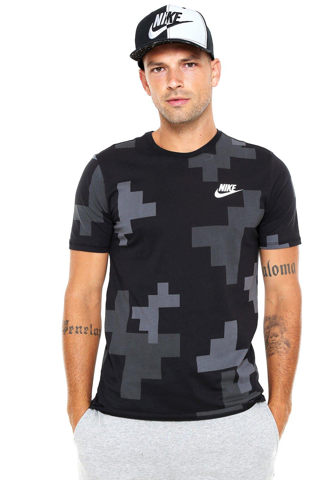 7a00bbb1b1 Nike Sportswear. Camiseta Nike Sportswear Fw Print Ho Cinza