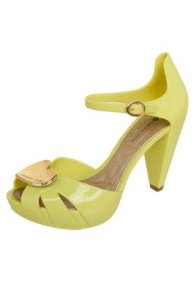 Sandália Petite Jolie Meia Pata Coração Amarela