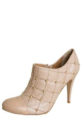 Ankle Boot Lilly's Closet Matelassê e Cravinhos Nude