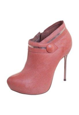 Ankle Boot Ramarim Botão Rosa