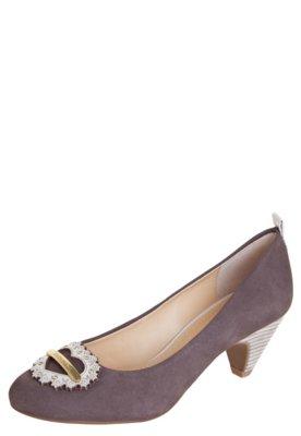 Sapato Scarpin Loucos e Santos Salto Baixo Coração Placa M...