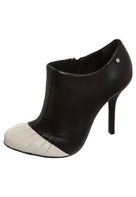 Ankle Boot Capodarte Recortes Preta