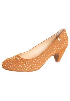 Sapato Scarpin Salto Baixo Hotfix SPikes Caramelo - Loucos e...