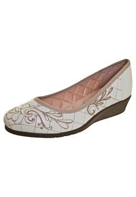 Sapato Scarpin Moleca Anabelinha Matelassê e Bordado Bege