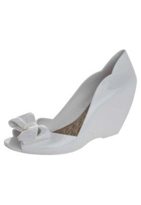 Sapato Scarpin Petite Jolie Anabela Laço Branco