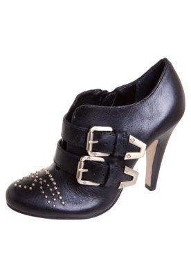 Ankle Boot Capodarte Taxas Fivelas Preta