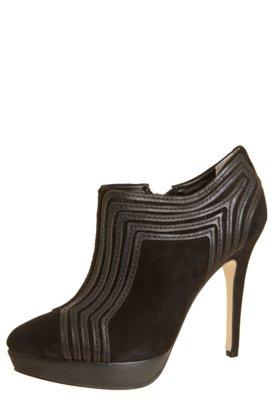 Ankle Boot Dumond Detalhe Geométrico Preta