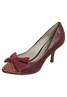Sapato Scarpin Capodarte Laço e Tachas Vinho