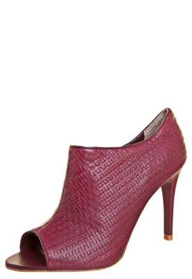 Open Boot Lilly's Closet Vivo Contrastante Vinho