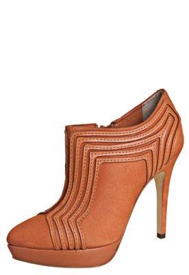 Ankle Boot Dumond Detalhe Geométrico Laranja